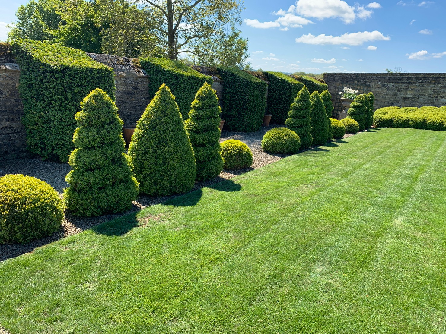 お庭の英国スタイルを楽しもう