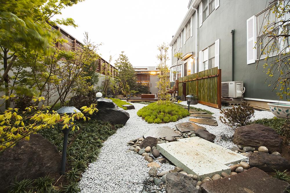 古きよき京都を思わせる和庭園