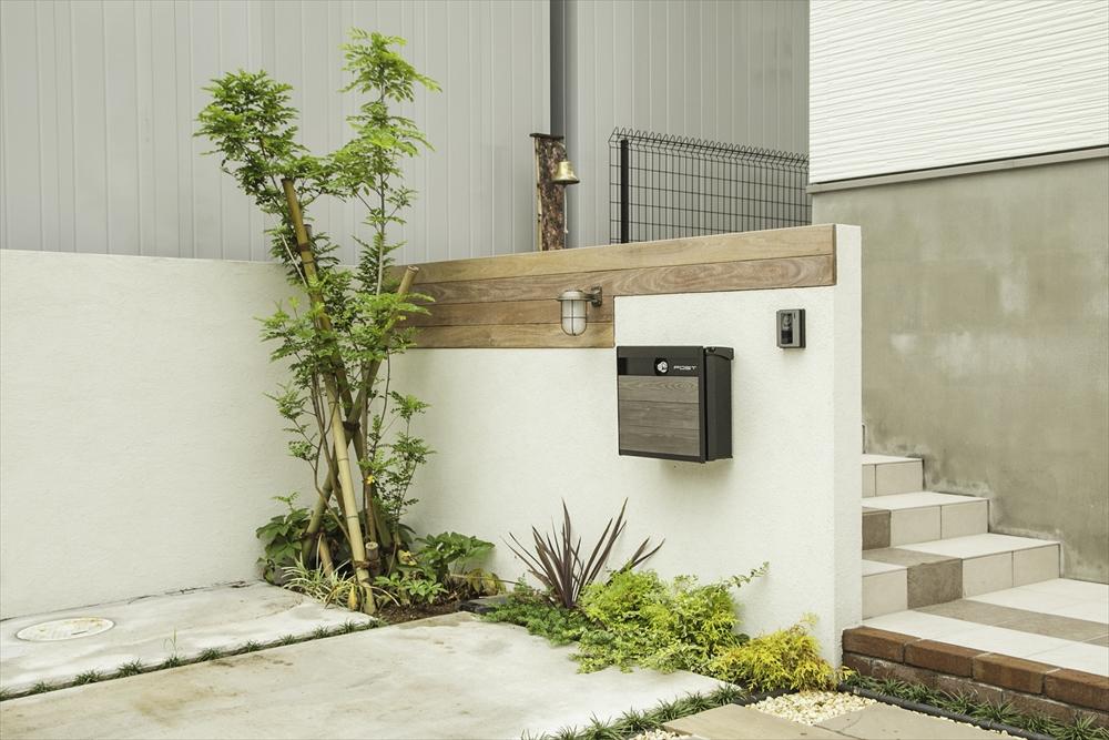 建物と統一感のあるアプローチ