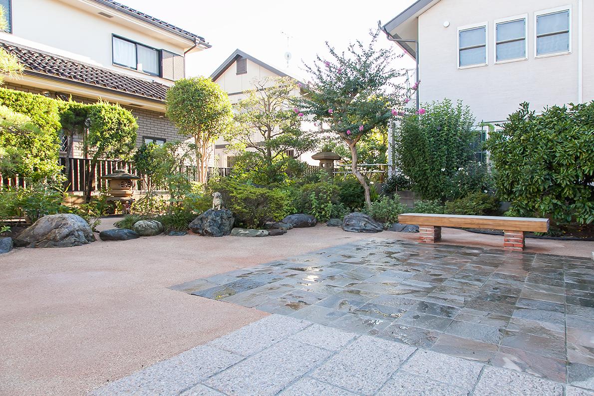 異素材の組み合わせが美しい和庭園