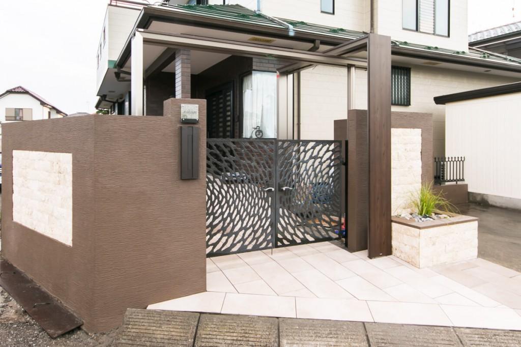 アイアン門扉とデザイン門塀